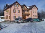 ubytovanie na slovensku  ubytovanie pri vleku - Penzión Family ubytovanie slovensko Penzión Family sa nachádza v lyžiarskom stredisku Kokava nad Rimavicou.  Penzión ponúka ubytovanie v 10 izbách s WC a sprchou, spolu 24 lôžok a 10 prísteliek. K dispozícii je aj reštaurácia, bar, sau...